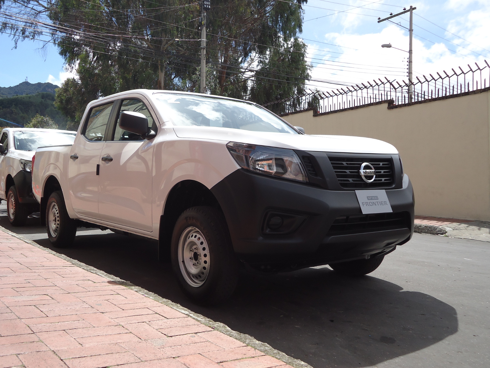 Nissan Np300 Frontier 4x2 La Pick Up A Gasolina
